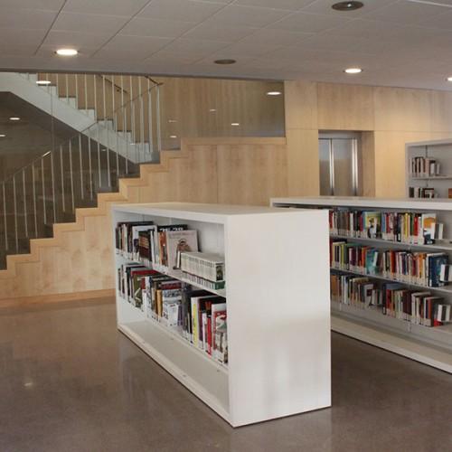 Biblioteca_PINEDA_DE_MAR_IDUNA_estanteria_NOVA_zona_consulta_lectura_wholecontract_2