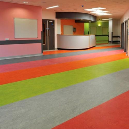 Wholecontract mobiliario para espacios de trabajo - Linoleo pavimento ...