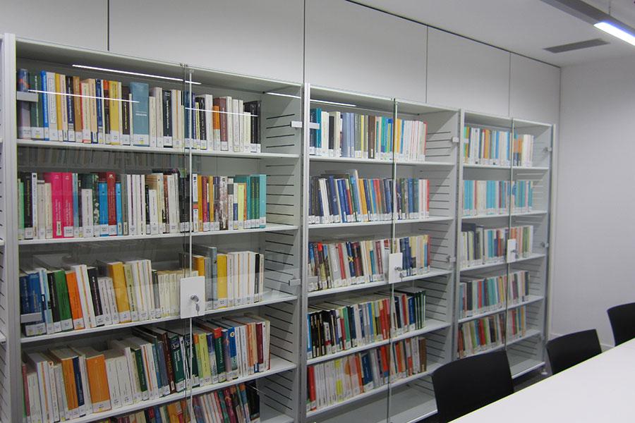 uned_girona_salt_biblioteca_sala_estudio_biblica_puerta_vidrio_iduna_jg_group_sit_benjo_seating_wholecontract_universidad_a_distancia