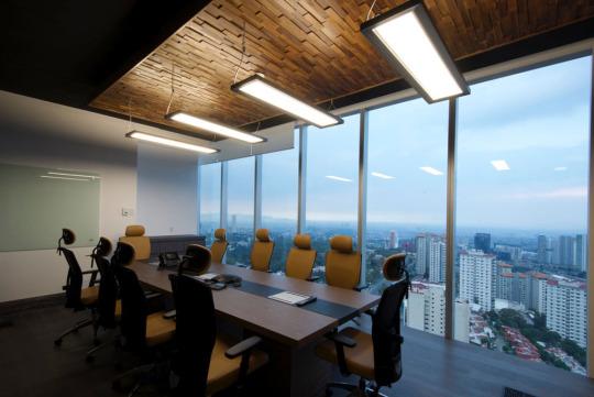 Iluminaci n en la oficina ergonom a en el entorno for Iluminacion led oficinas