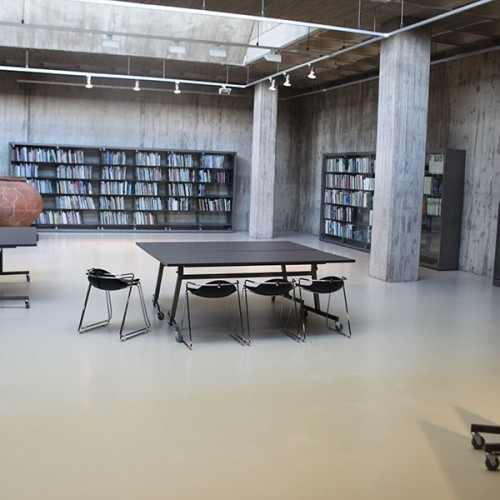 Wholecontract_Museo_Granollers_estanteria_NOVA_Iduna_mesa_Batiente_con_ruedas_armario_ARPA_fonoabsorbente_taburete_Mariquita