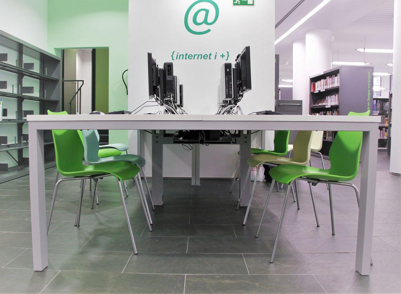 mesas y sillas para aulas en bibliotecas