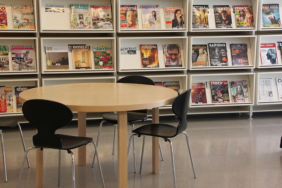 Mobiliario para biblioteca esteve paluzzie wholecontract for Mesa biblioteca